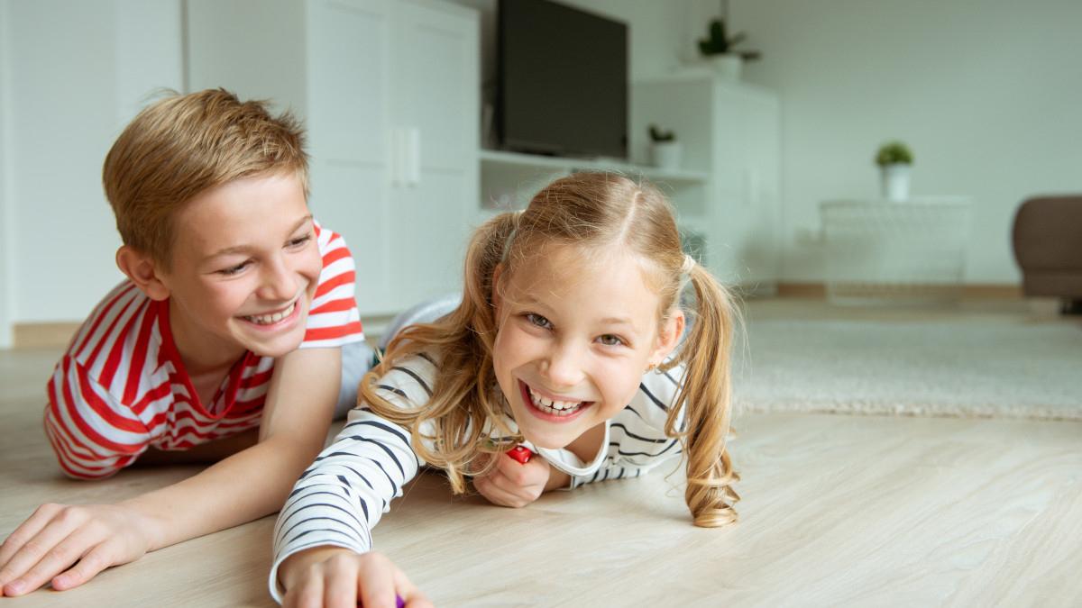 Ab Welchem Alter Kinder Alleine Zuhause Lassen? - Letsfamily über Ab Welchem Alter Dürfen Kinder Alleine Zu Hause Bleiben