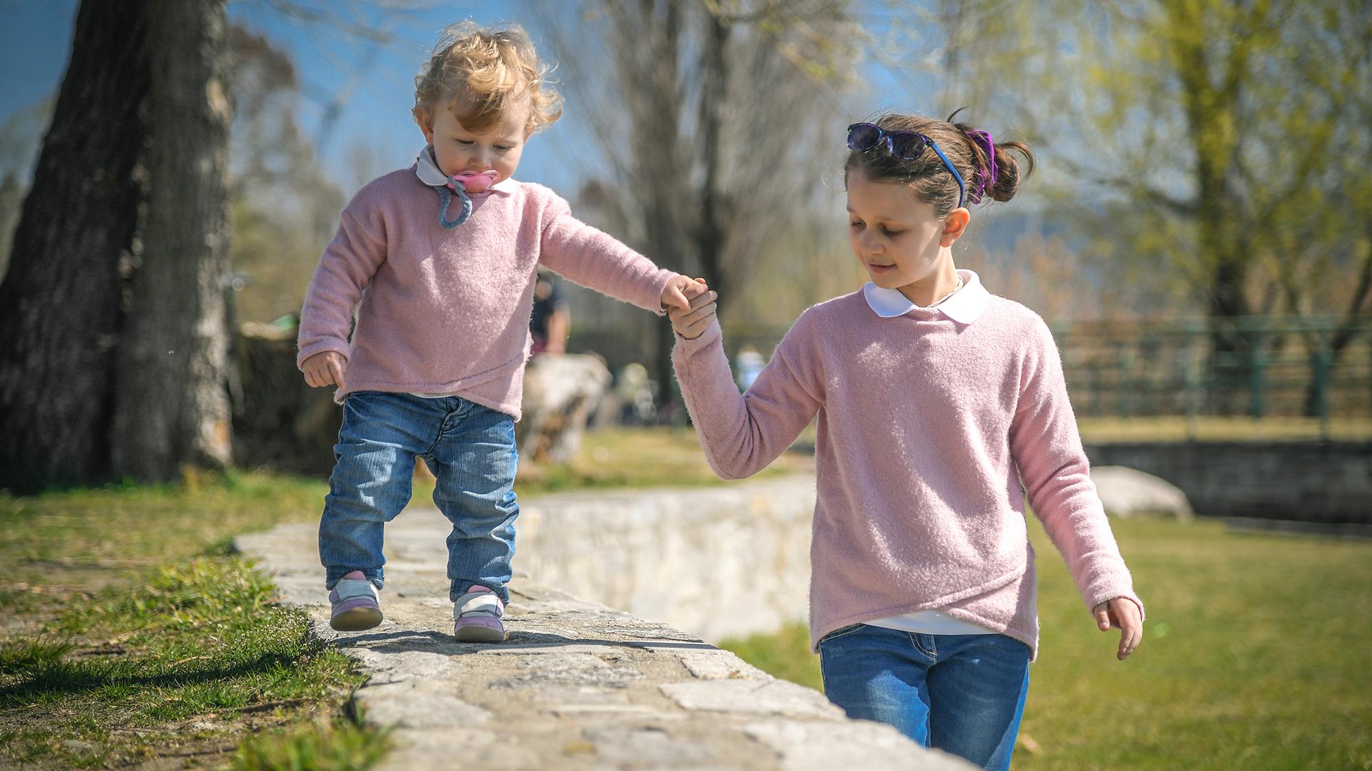 Auf Kleine Geschwister Aufpassen - 147 Rat Auf Draht innen Wie Lange Darf Ein 11 Jähriges Kind Alleine Bleiben