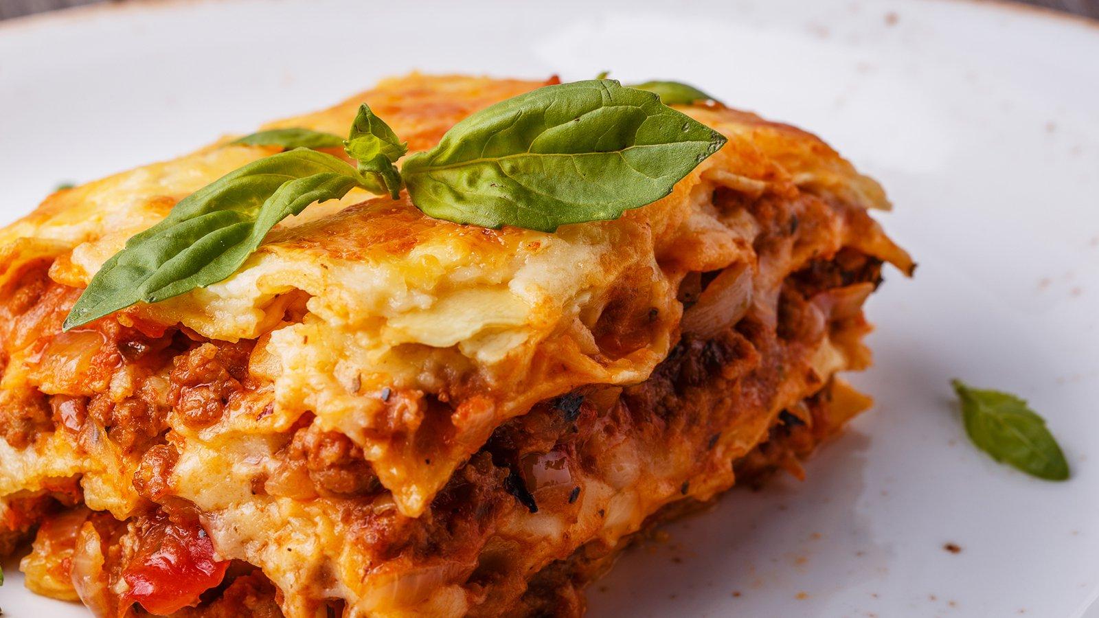 Bolognese-Lasagne Al Forno ganzes Lasagne Mit Hackfleisch Und Bechamelsauce