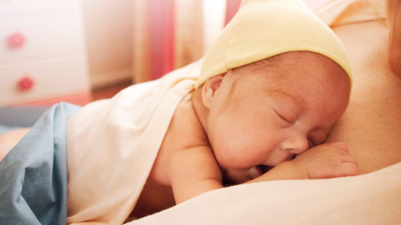 Bonding Beim Baby: Eltern-Kind-Bindung Nach Der Geburt mit Baby Atmet Nach Geburt Nicht Selbstständig