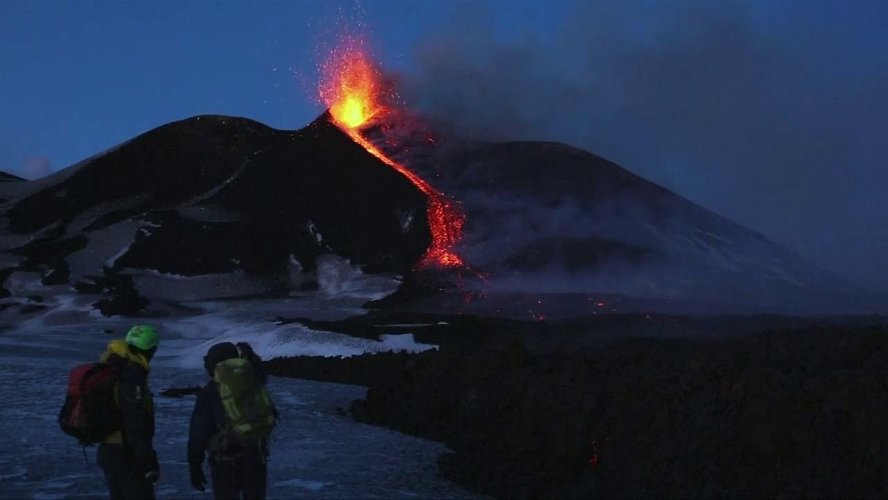 Der Ätna Brodelt: Europas Größter Vulkan Bietet Spektakuläre Feuershow über Wie Heißt Der Größte Vulkan Der Welt