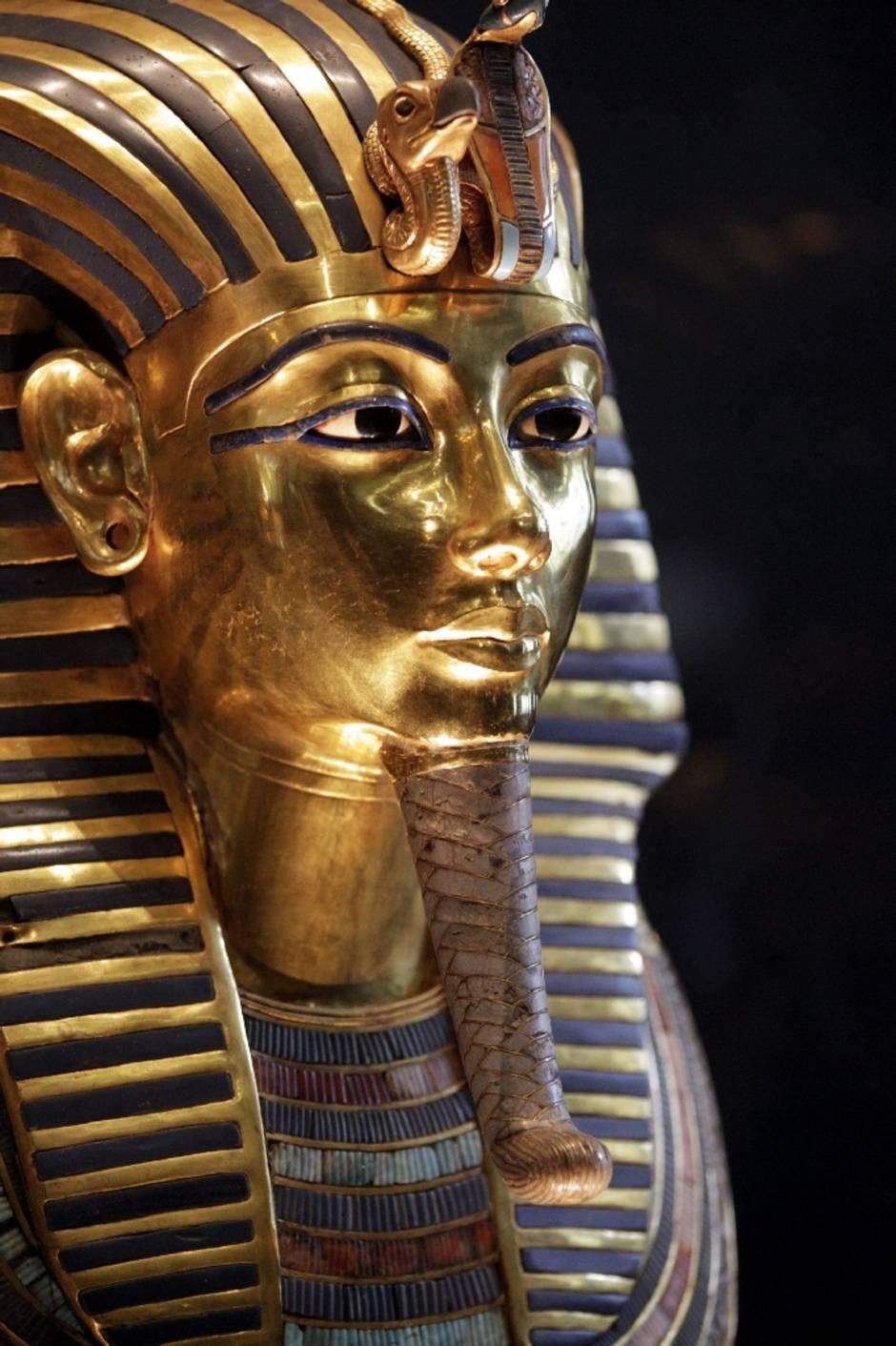 Deutscher Experte Bestätigt Beschädigung Von Tutanchamun über Pharao Totenmaske