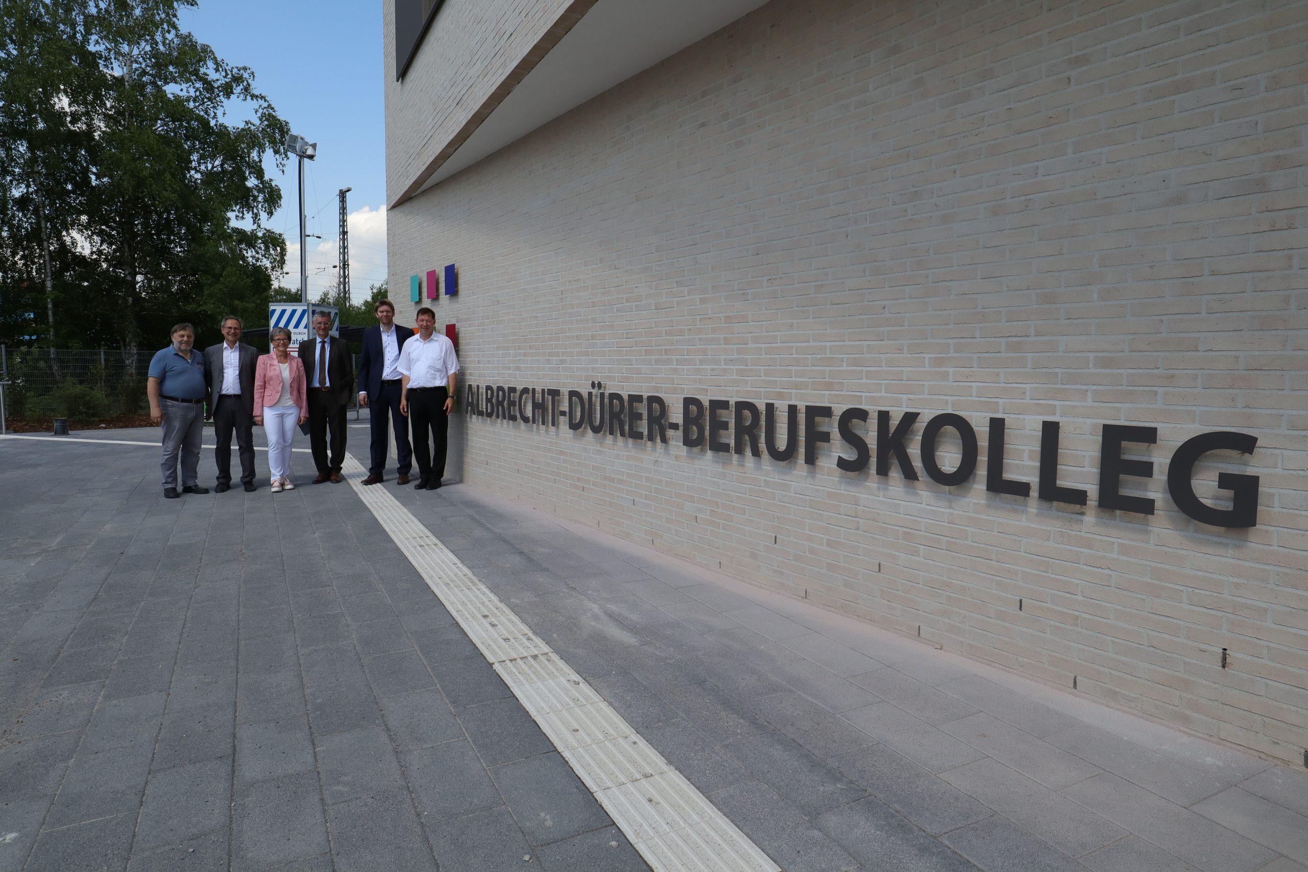 Die Neue Albrecht-Dürer-Schule In Benrath Ist Auf Der ganzes Albrecht Dürer Schule Düsseldorf