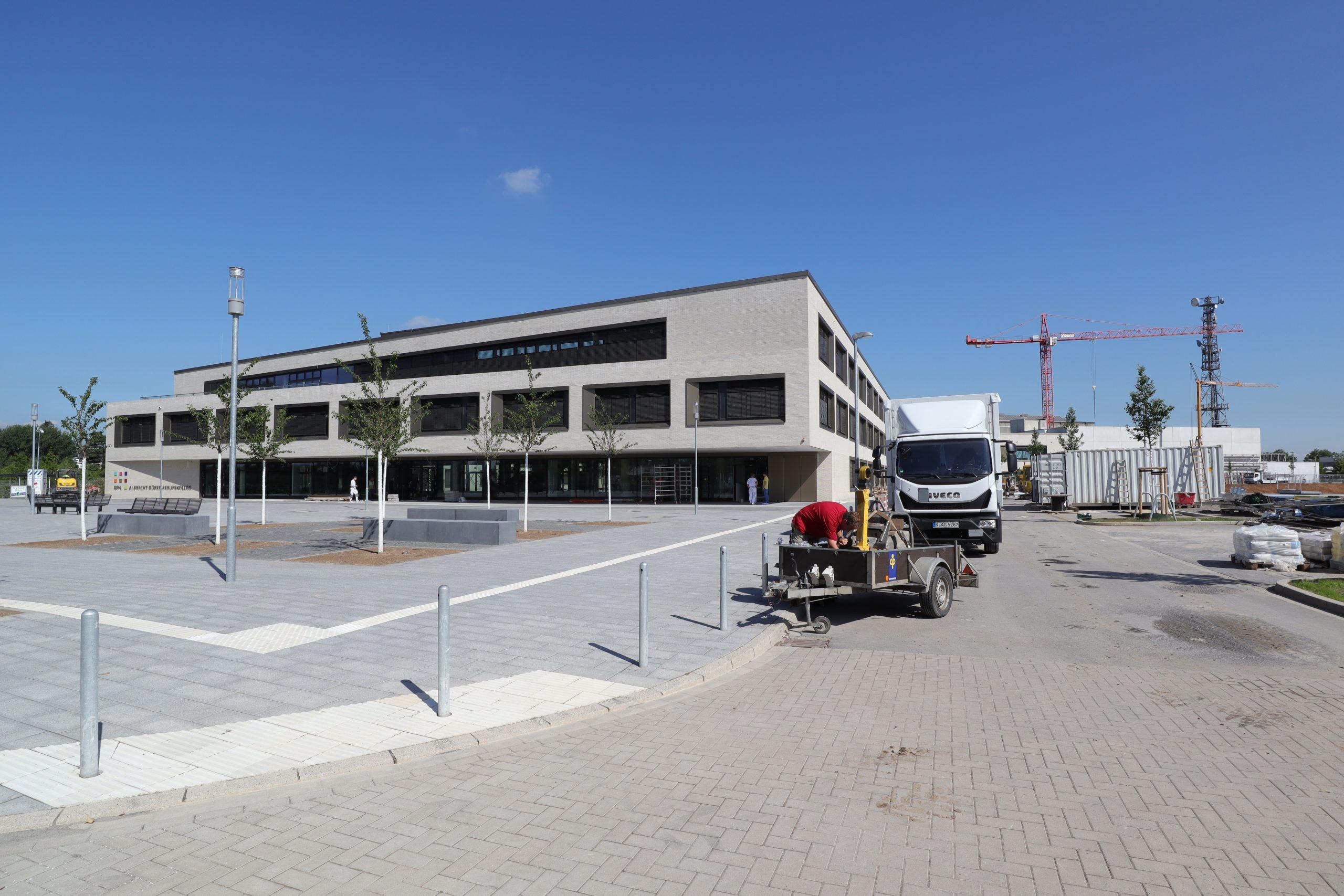 Die Neue Albrecht-Dürer-Schule In Benrath Ist Auf Der in Albrecht Dürer Schule Düsseldorf