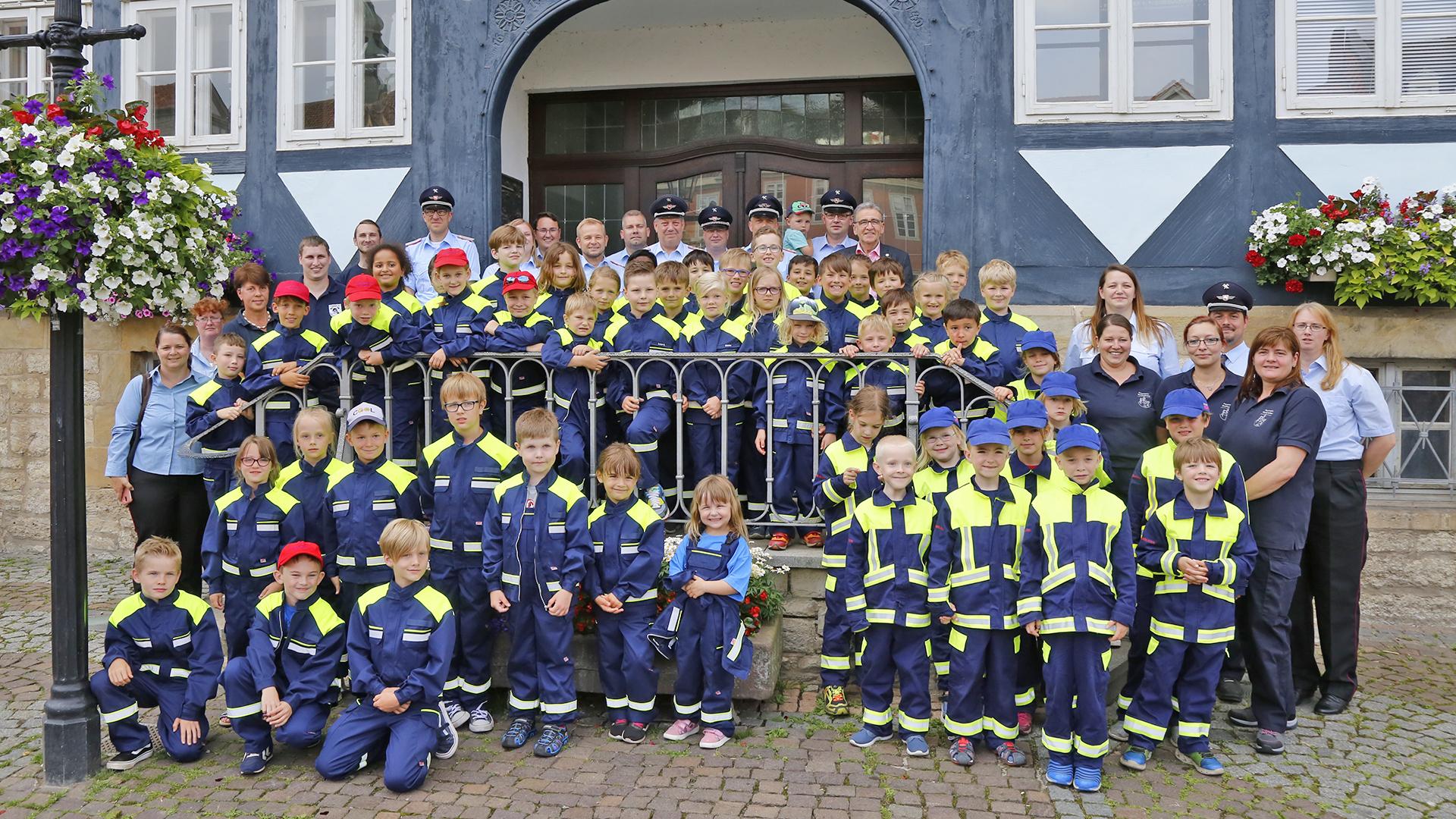 Dienstkleidung Für Kinderfeuerwehr / Stadt Wolfenbüttel innen Kinder Feuerwehrkleidung