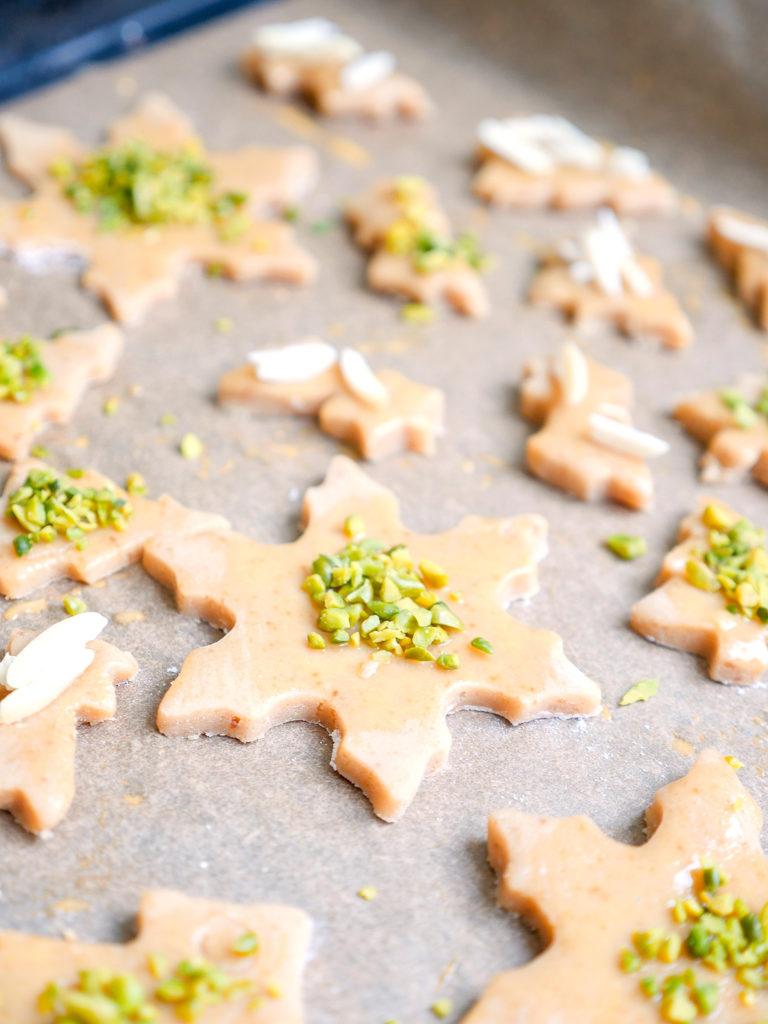 Einfache Ausstechplätzchen Für Kinder Mit Mandeln Und Pistazien ganzes Plätzchen Rezepte Weihnachten Kinder
