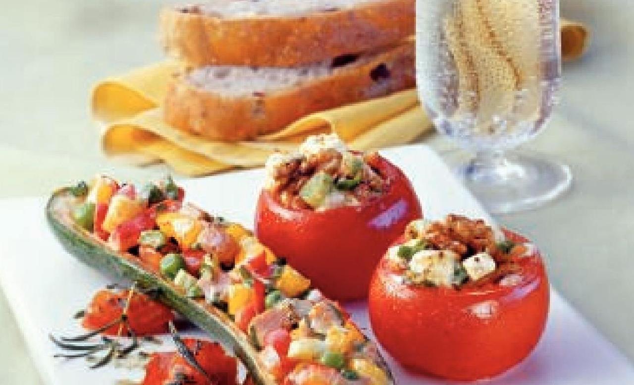 Gefüllte Tomaten Mit Nüssen Und Schafskäse bei Gefüllte Tomaten Mit Schafskäsecreme