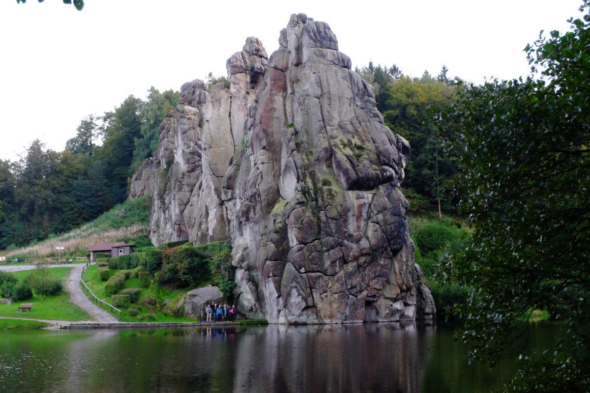 "Geh-Hör-Tour ""herbstmondwanderung An Den Externsteinen"" mit Mondbeglänzte Zaubernacht Die Den Sinn Gefangen Hält"