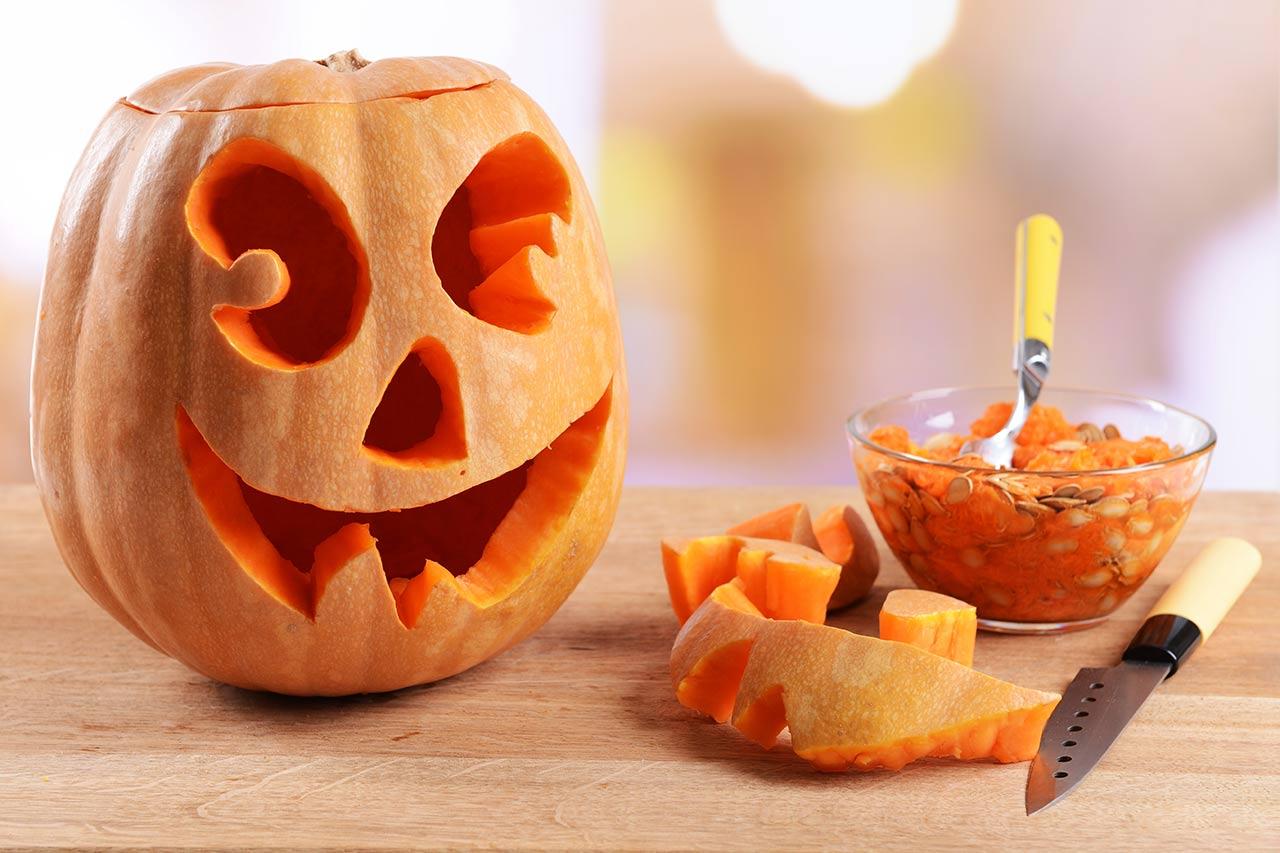 Halloween-Kürbis Schnitzen: Anleitung Und Vorlagen - Womz bestimmt für Halloween Kürbis Vorlagen Zum Ausdrucken