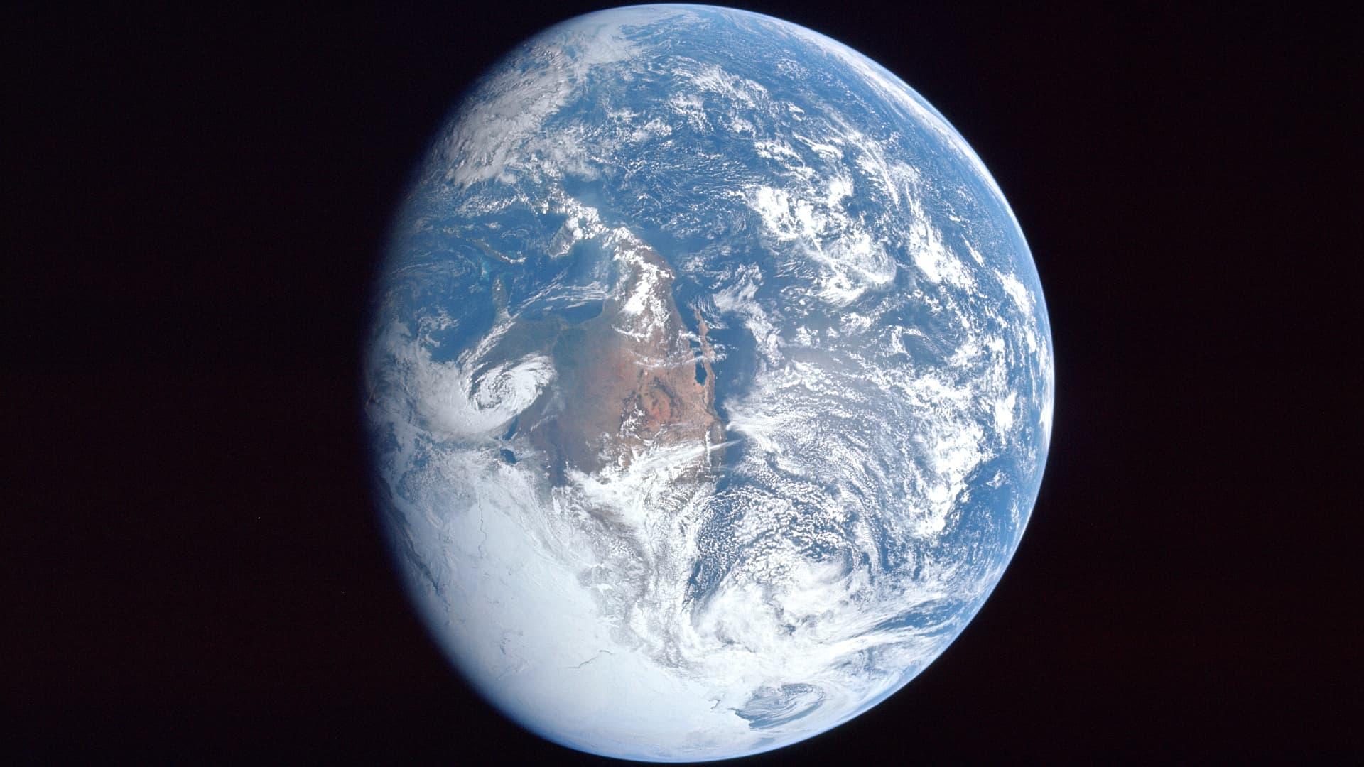 In Welche Richtung Dreht Sich Die Erde
