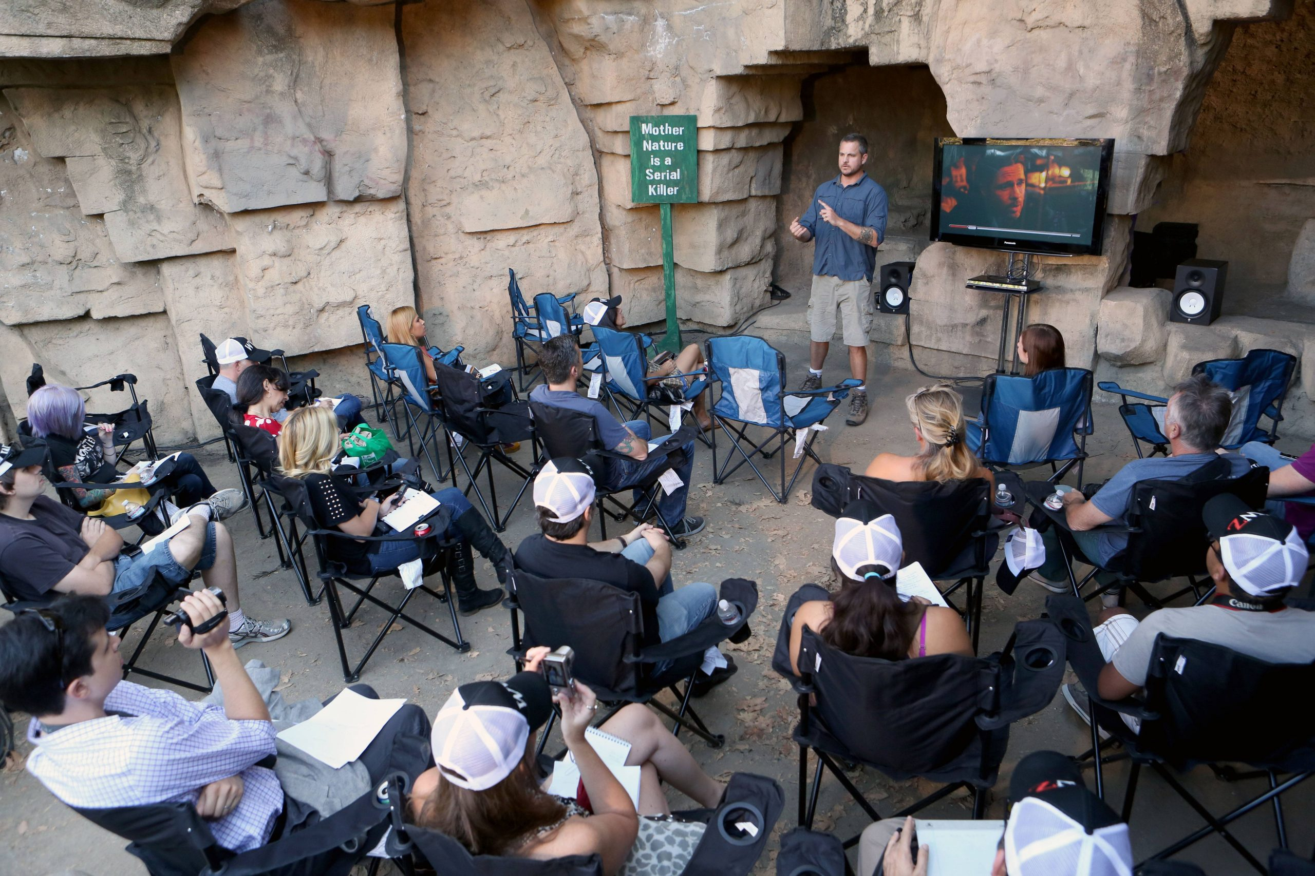 Journalists Learn How To Survive At The World War Z Survival ganzes Zombie Apocalypse Survival Training