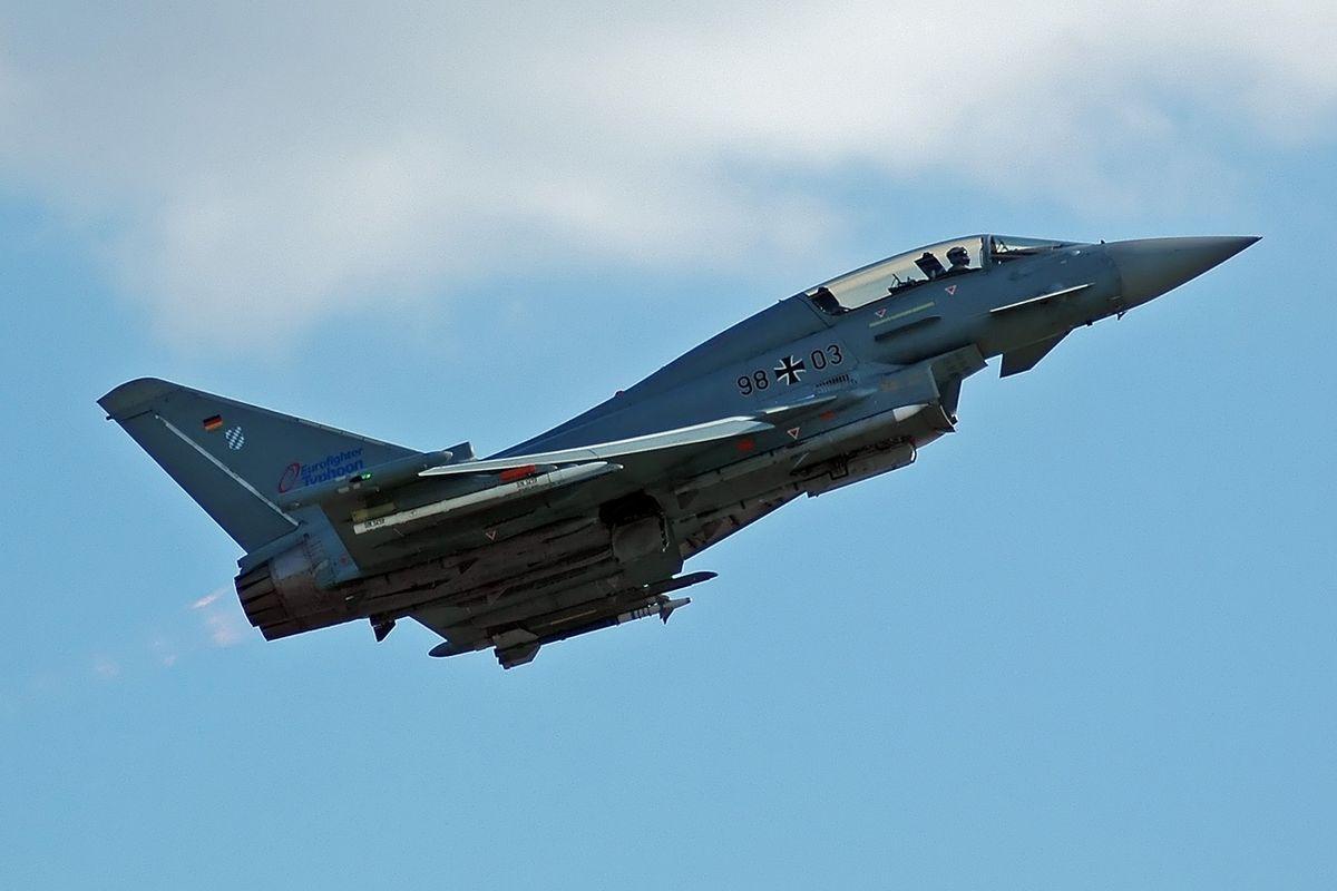 Kampfflugzeug – Wikipedia mit Düsenjet Fliegen