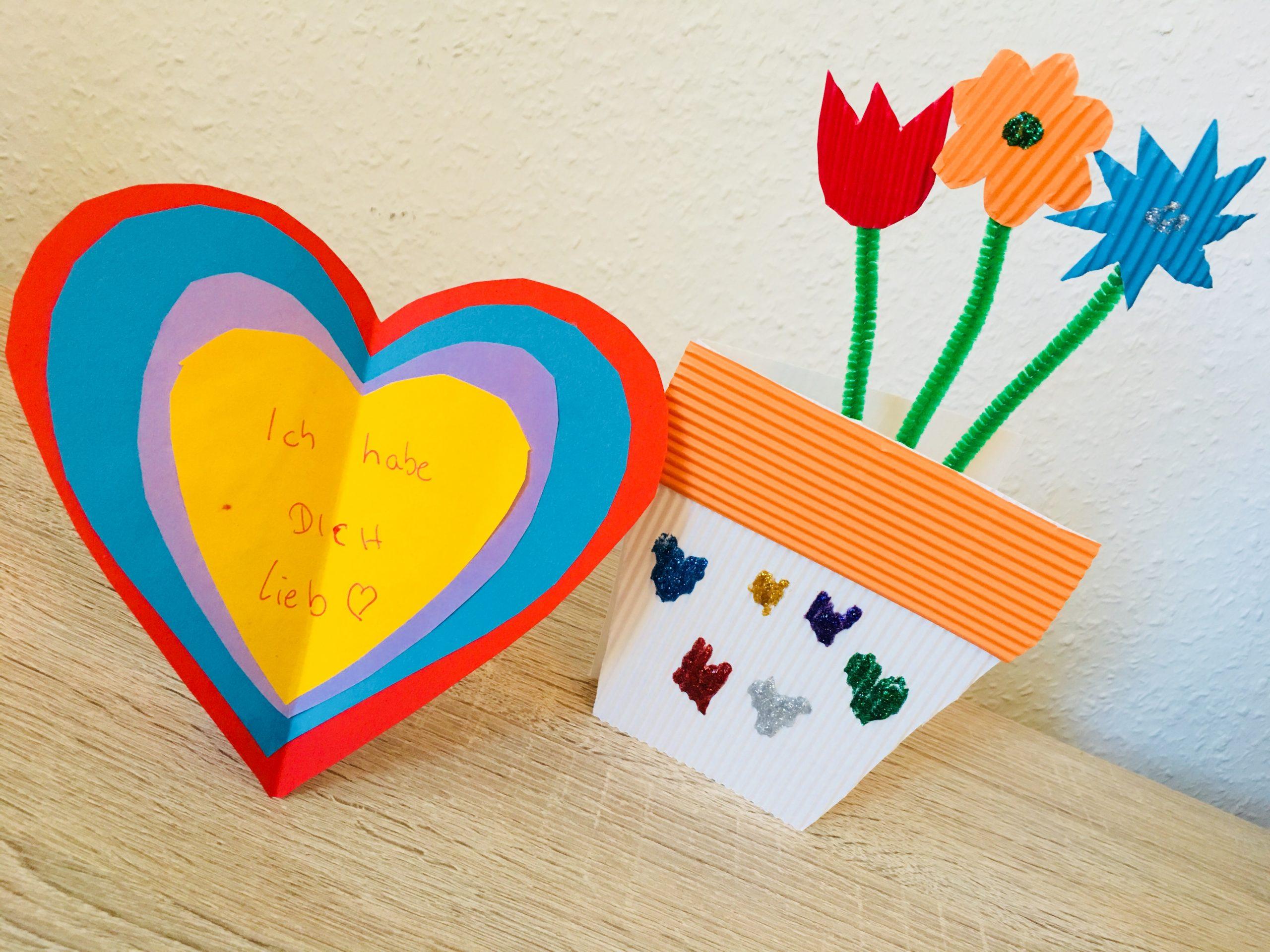 Karten Für Den Muttertag Basteln Mit Kindern | Der bei Muttertagsgeschenk Basteln Kleinkinder