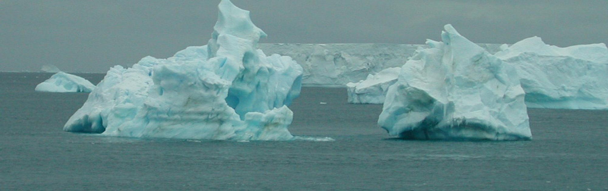 Klimawandel: Eisbergschmelze Lässt Meeresspiegel Doch für Eis Im Wasserglas Schmelzen Wie Ist Der Wasserspiegel Nun
