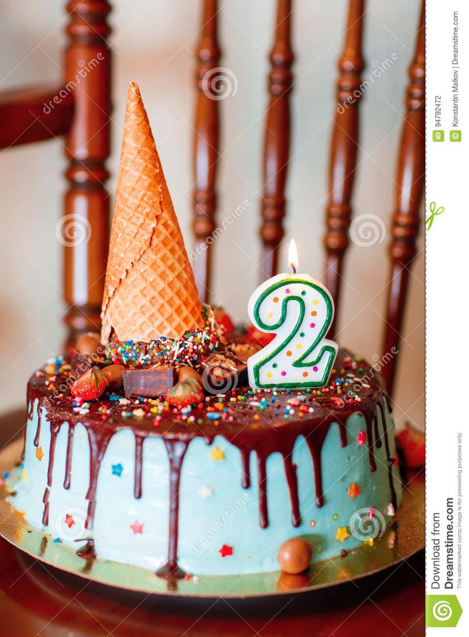 Kuchen: Geburtstags-Kuchen Mit Kerzen Für 2. Geburtstag über Geburtstagskuchen 2 Geburtstag