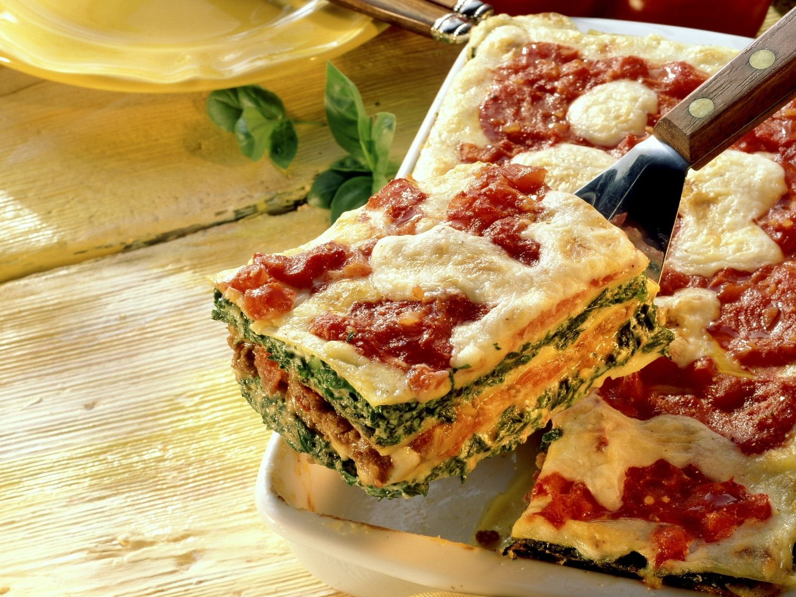 Lasagne Mit Spinat-Hackfleisch-Füllung innen Lasagne Mit Hackfleisch Und Bechamelsauce