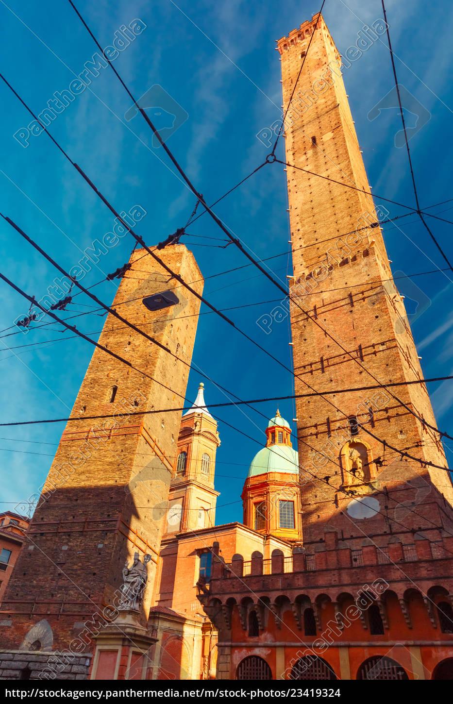 Lizenzfreies Foto 23419324 - Berühmte Zwei Türme Von Bologna Italien über Berühmte Türme
