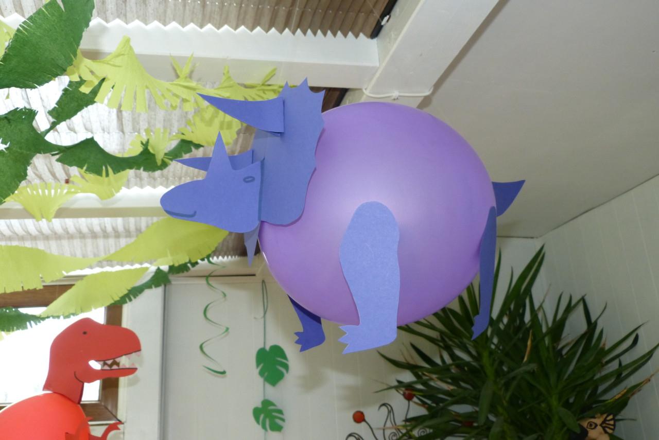 Luftballon-Dinosaurier Basteln – Bastelanleitung ~ Partiesserie verwandt mit Bastelvorlagen Dinosaurier