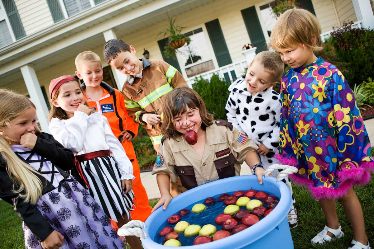 Lustige Apfel-Spiele Für Kinder - Experto.de ganzes Lustige Spiele Für Kindergeburtstag