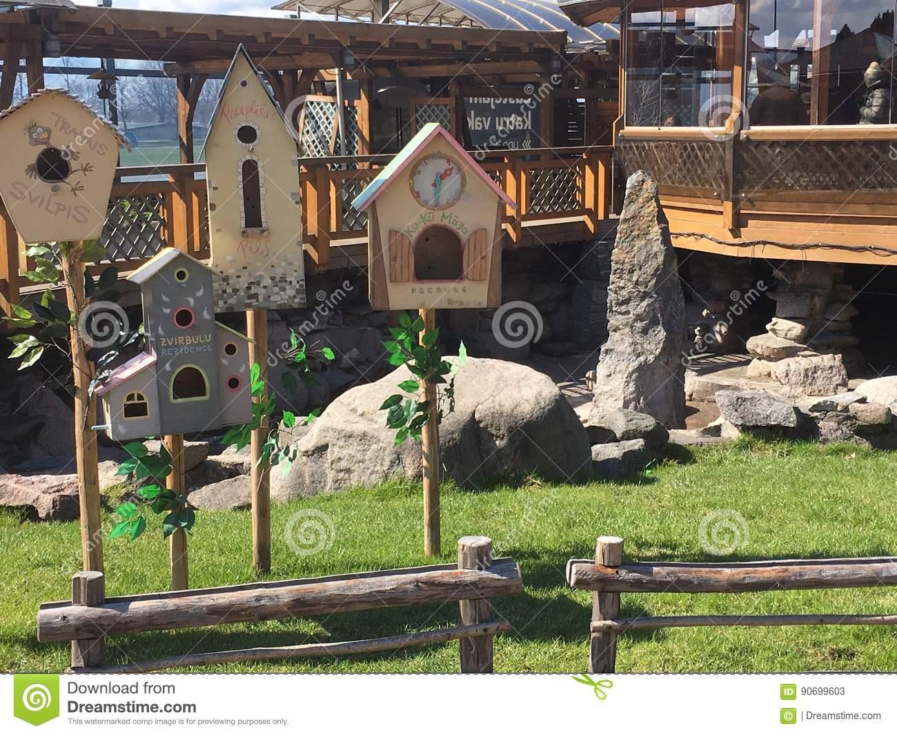 Lustige Häuser Für Vögel Redaktionelles Stockfoto. Bild Von für Lustige Häuser Bilder