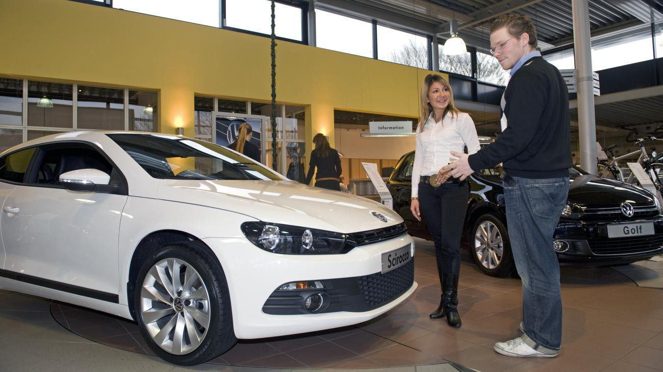 Neuwagen: Deutsche Kaufen Kaum Autos Im Autohaus - Welt mit Auto Selbst Zusammenstellen Kostenlos