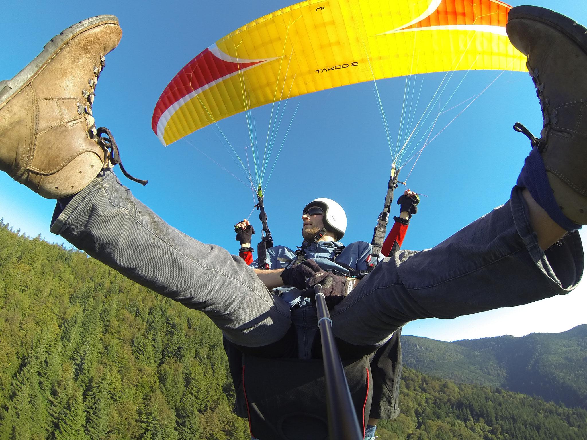 Professioneller Gleitschirm Tandemflug Im Schwarzwald bei Gleitschirmfliegen Schwarzwald