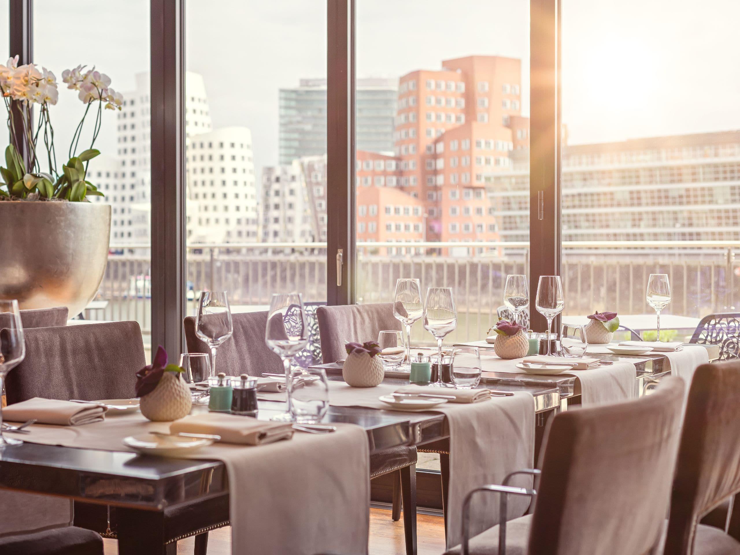 Restaurants Und Bars Im Düsseldorf Hafen   Dox, Café D, Pebble's über Romantisches Dinner Düsseldorf