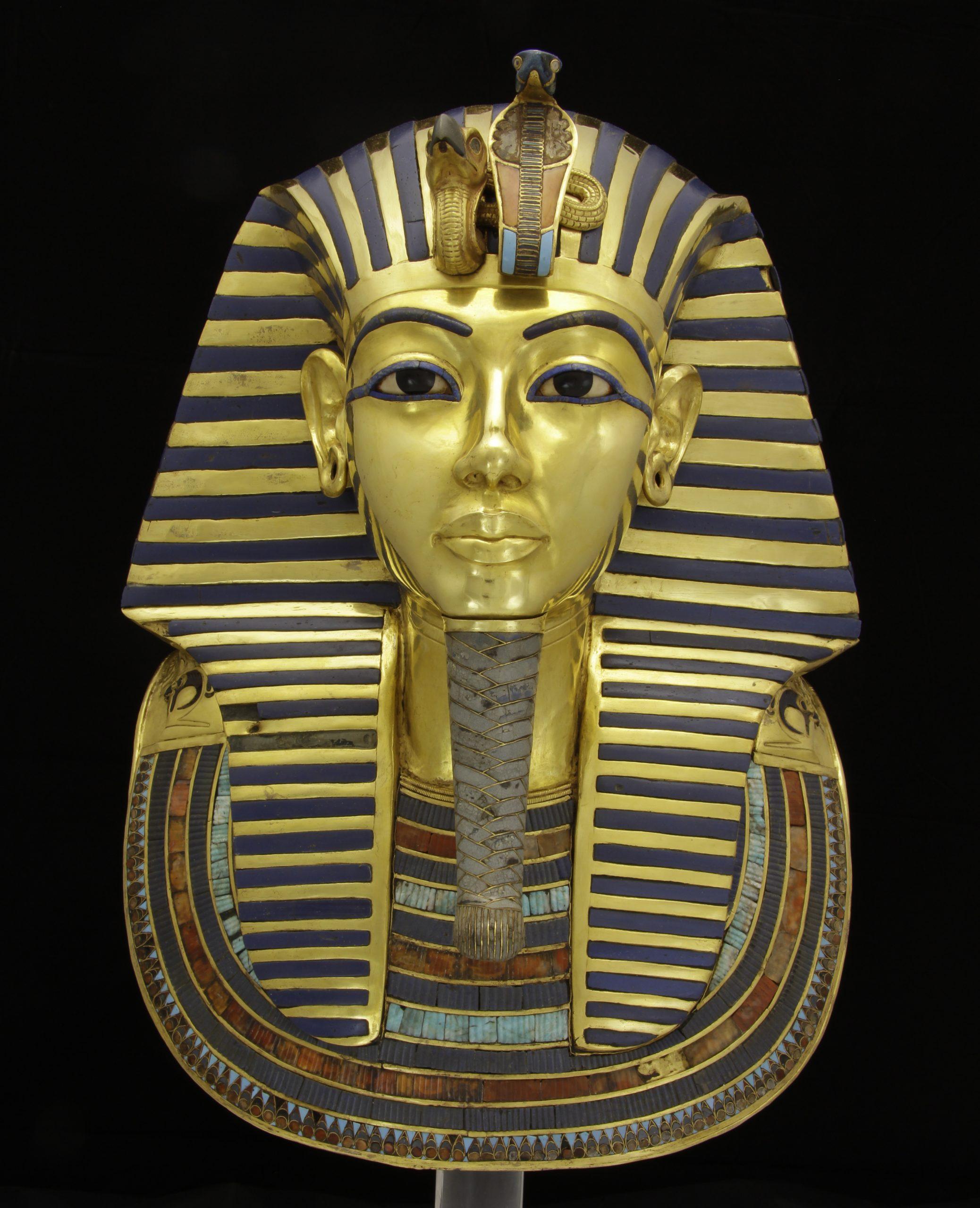Rgzm: Wissenschaftliche Restaurierung Der Goldenen für Pharao Totenmaske