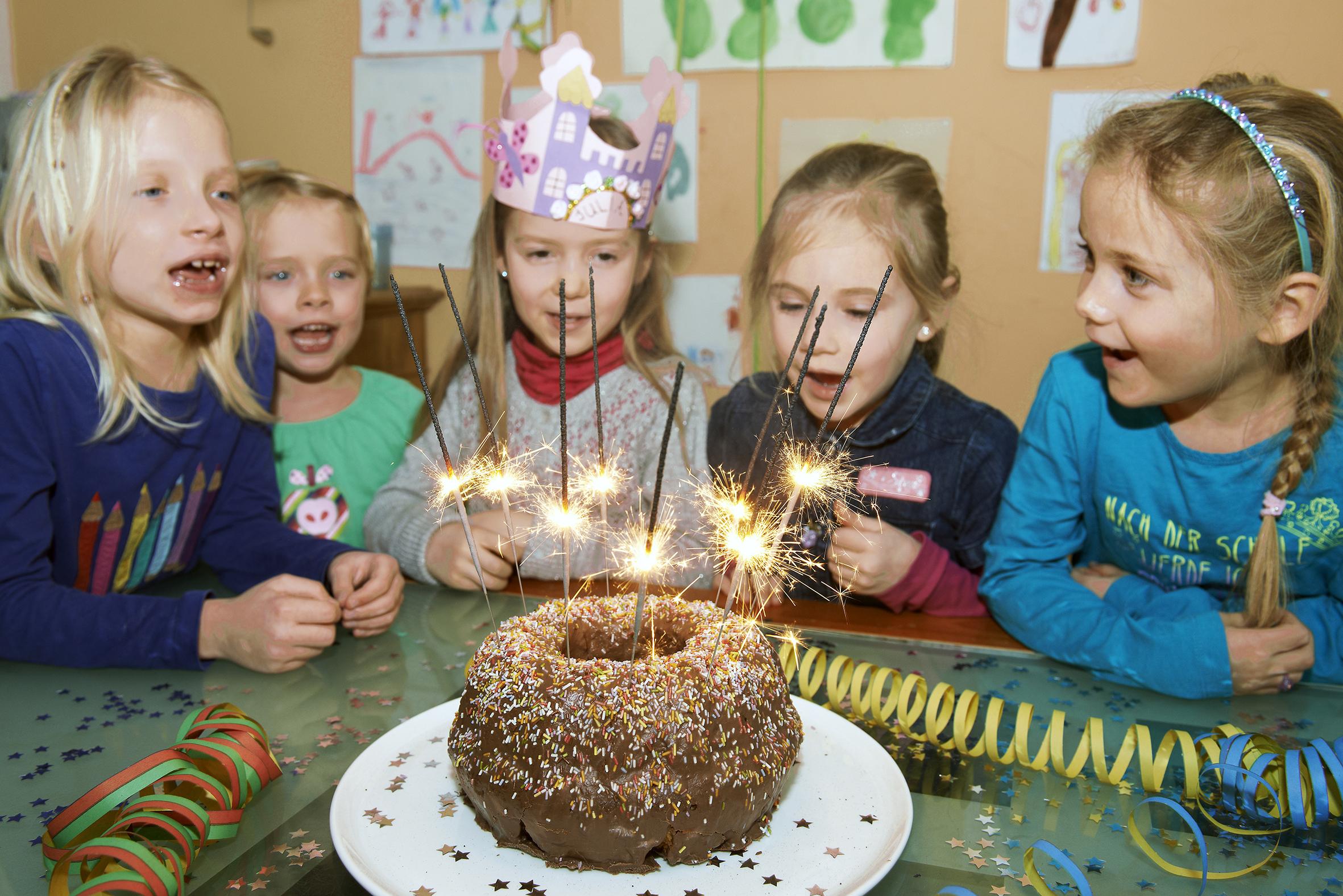 Schön, Aber Schädlich: Wunderkerzen Auf Geburtstagstorten mit Wunderkerzen Für Torten