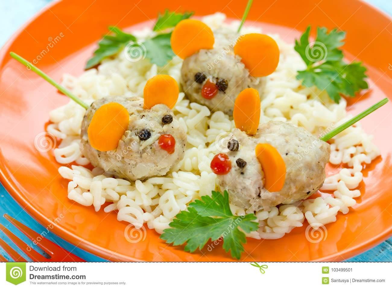 Spaß Und Gesunde Idee Für Kinder Essen - Gedämpftes Kotelett ganzes Mittag Für Kinder