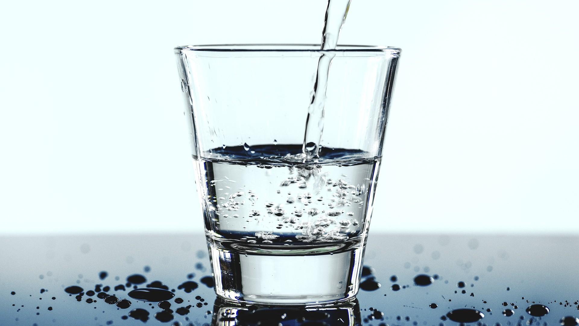 Sprudelwasser Selber Machen Ohne Maschine - So Geht's - Chip ganzes Wasser Mit Kohlensäure Selber Machen