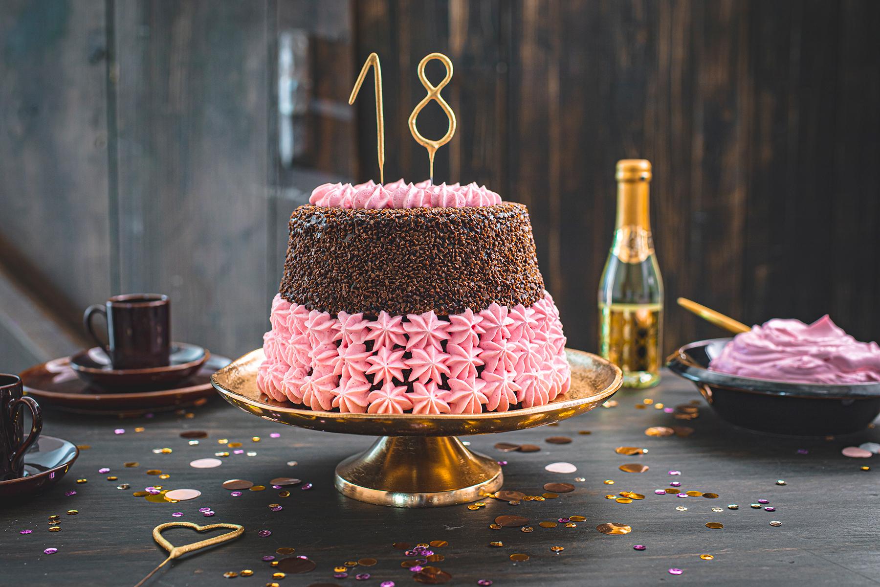 Torte Zum 18. Geburtstag » Schokoladentorte Mit Wunderkerzen in Wunderkerzen Für Torten