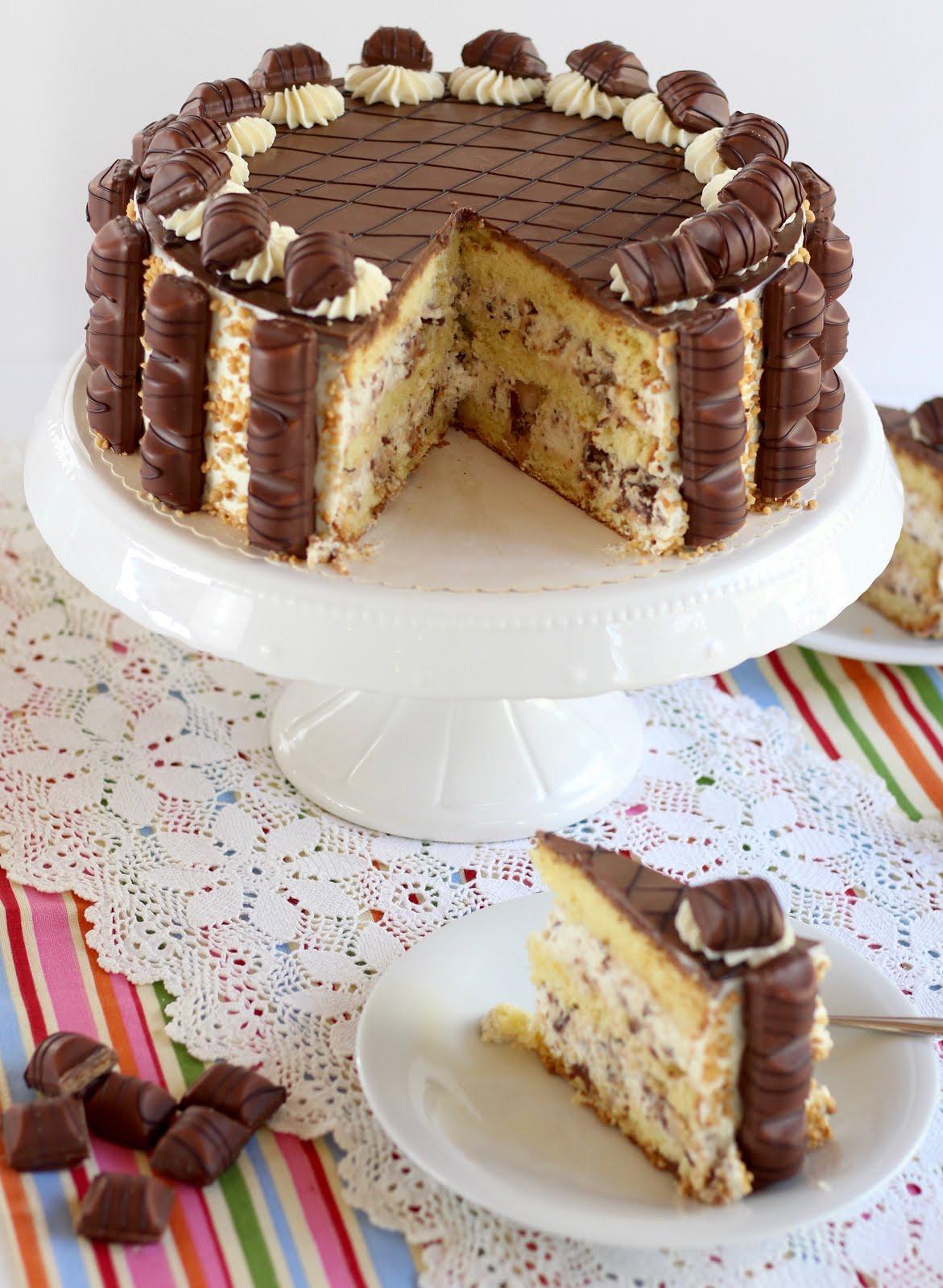 Unwiderstehliche Bueno Torte Mit Flaumigem Wiener Boden Und  Bueno-Sahne-Creme über Torten Für Kindergeburtstag Rezepte
