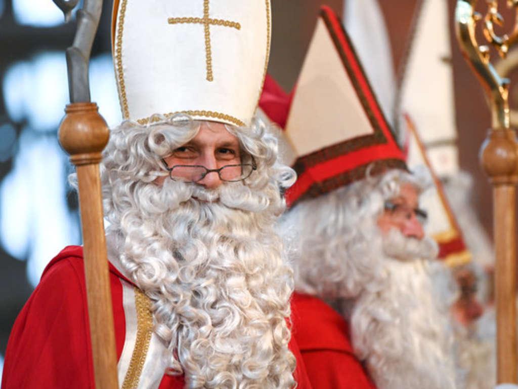 Wer Ist Der Nikolaus Eigentlich? Ist Der 6. Dezember Ein innen Welche Farbe Hatte Das Gewand Des Weihnachtsmanns Ursprünglich