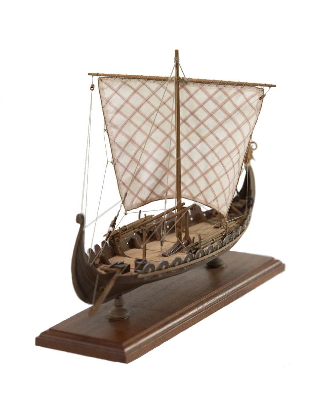 Wikingerschiff Oseberg verwandt mit Modell Wikingerschiff