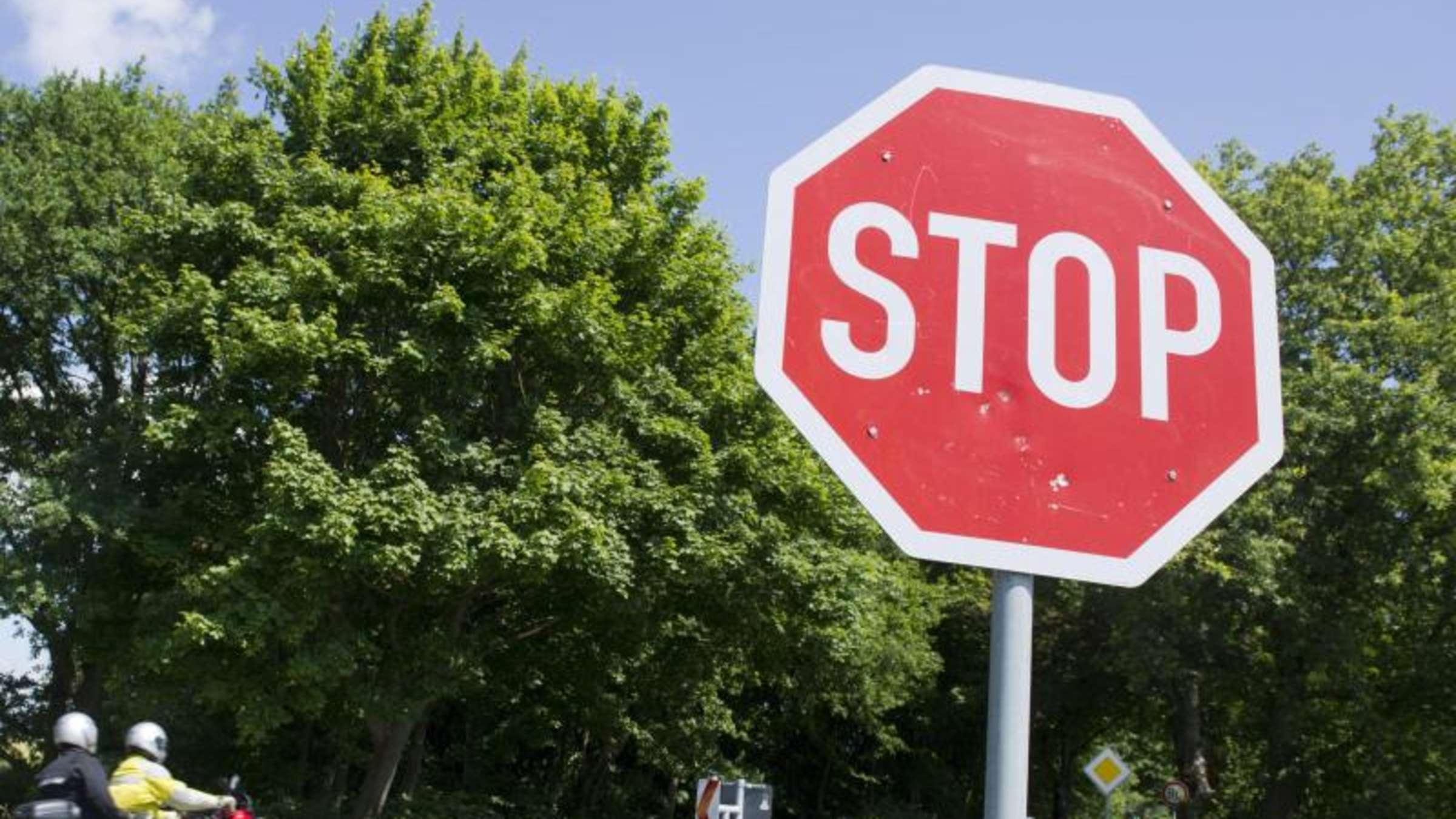 Wo Müssen Autofahrer Bei Einem Stoppschild Genau Halten? | Auto bestimmt für Welches Verhalten Ist Richtig Stoppschild