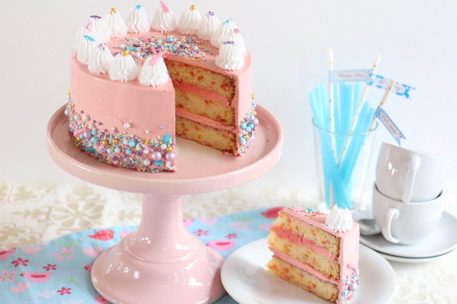 Wunderhübsche Amerikanische Funfetti-Geburtstagstorte verwandt mit Geburtstagstorten Bilder