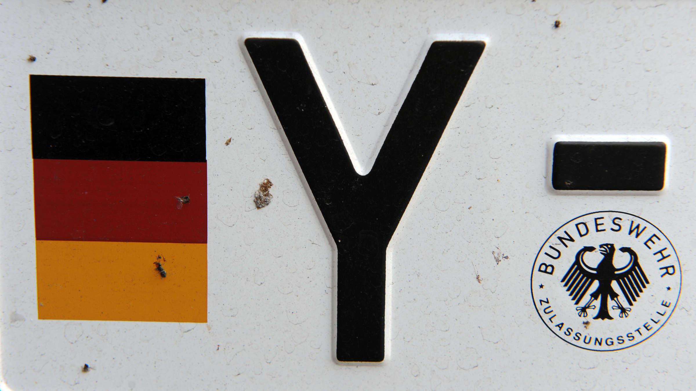 Y-Kennzeichen Auf Bundeswehr-Fahrzeugen: Das Steckt Dahinter mit Deutsche Worte Mit Y