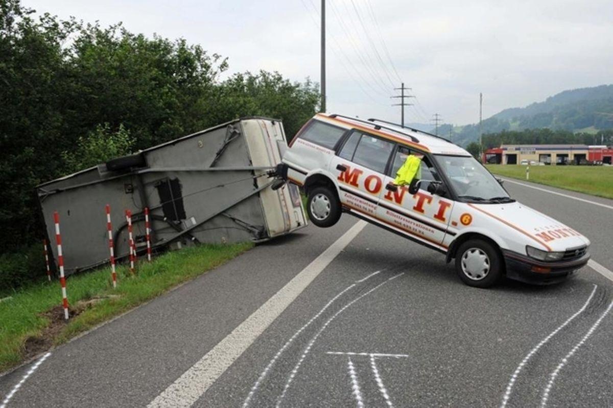 Zirkus-Wagen Von Der Strasse Geschleudert | Tages-Anzeiger über Schweizer Zirkus Kreuzworträtsel