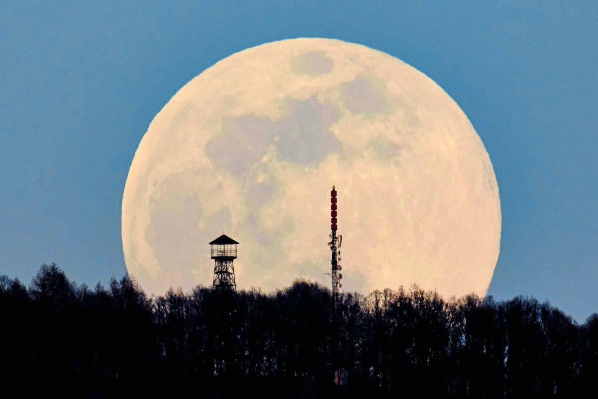 Zwischen Wissenschaft Und Esoterik: Wie Der Mond Die Welt über Was Hat Der Mond Mit Ebbe Und Flut Zu Tun
